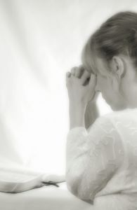 840879_woman_praying